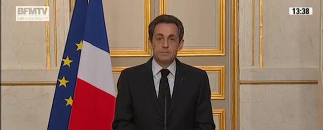 L'heure est grave! Il faut instaurer une dictature fasciste en France comme l'ont fait les USA près le 11 septembre.