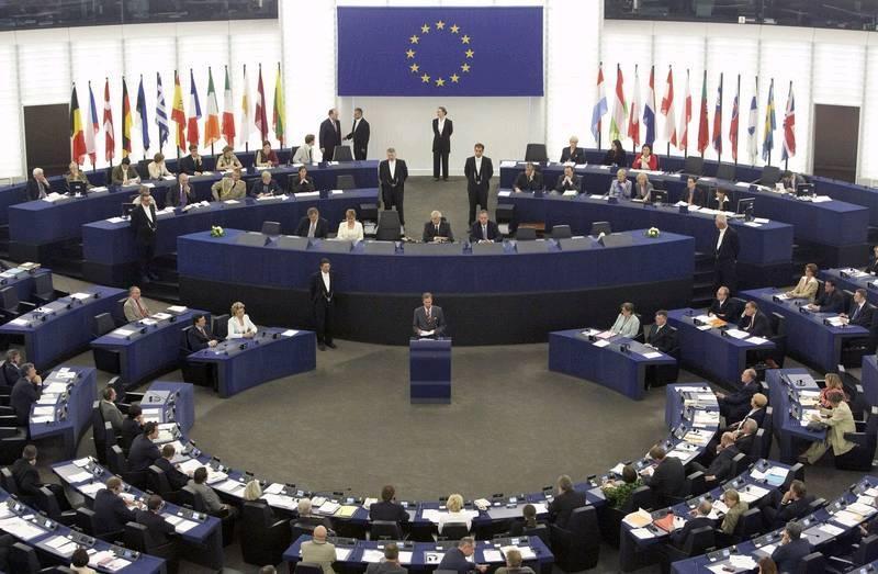 Nous assistons à la mise en place d'un futur gouvernement européen.