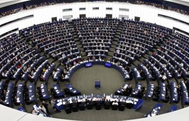 la démocratie parlementaire est une dictature oligarchique et non une véritable démocratie populaire.